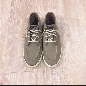 Woman's mid rise Sperry sneaker